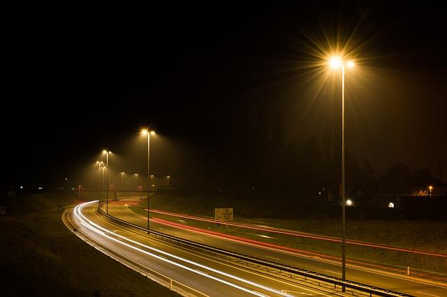 street-lights-384615_640.jpg