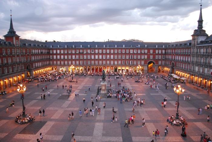 Plaza_Mayor_de_Madrid_06-reduc.jpg