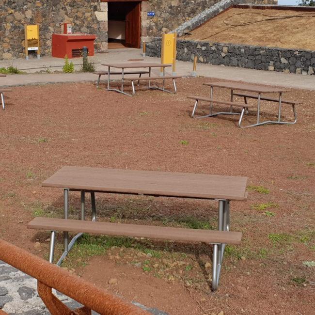 mesa rustica madera técnica sostenible