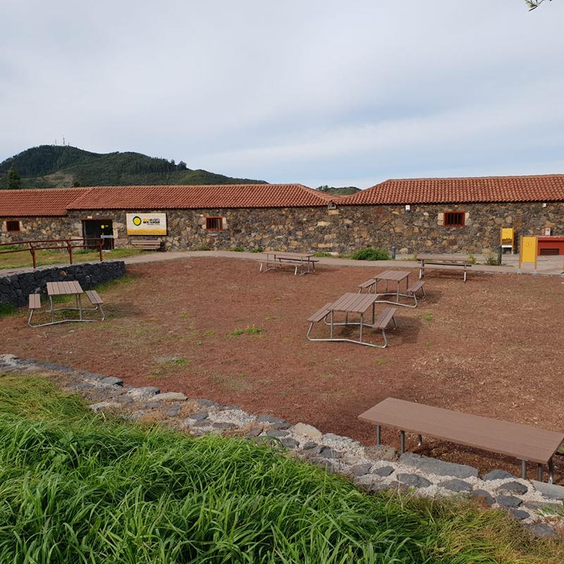 mesa_rustica_mobiliariourbano_madera_tecnica_sostenible_forjas