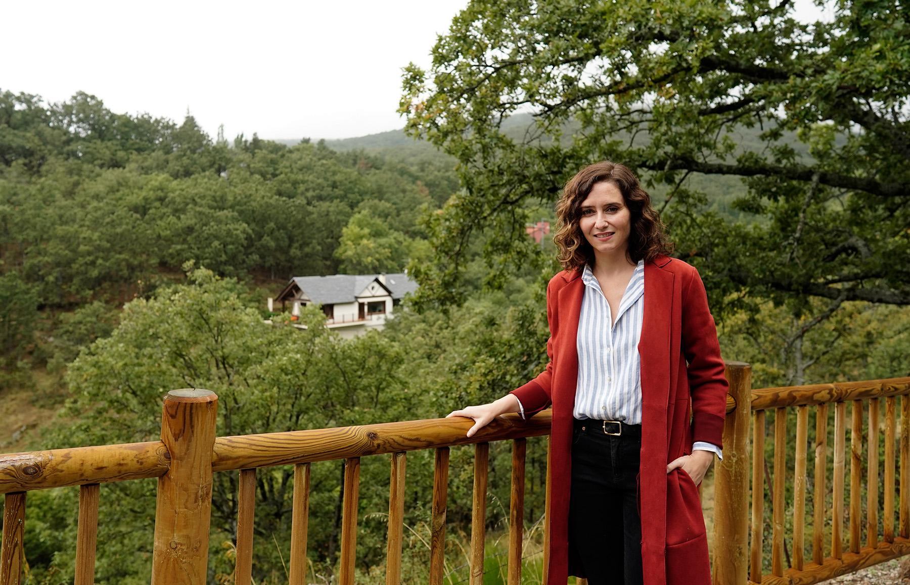 Talanquera inaugurada por Isabel Día Ayuso en Miraflores de la Sierraz